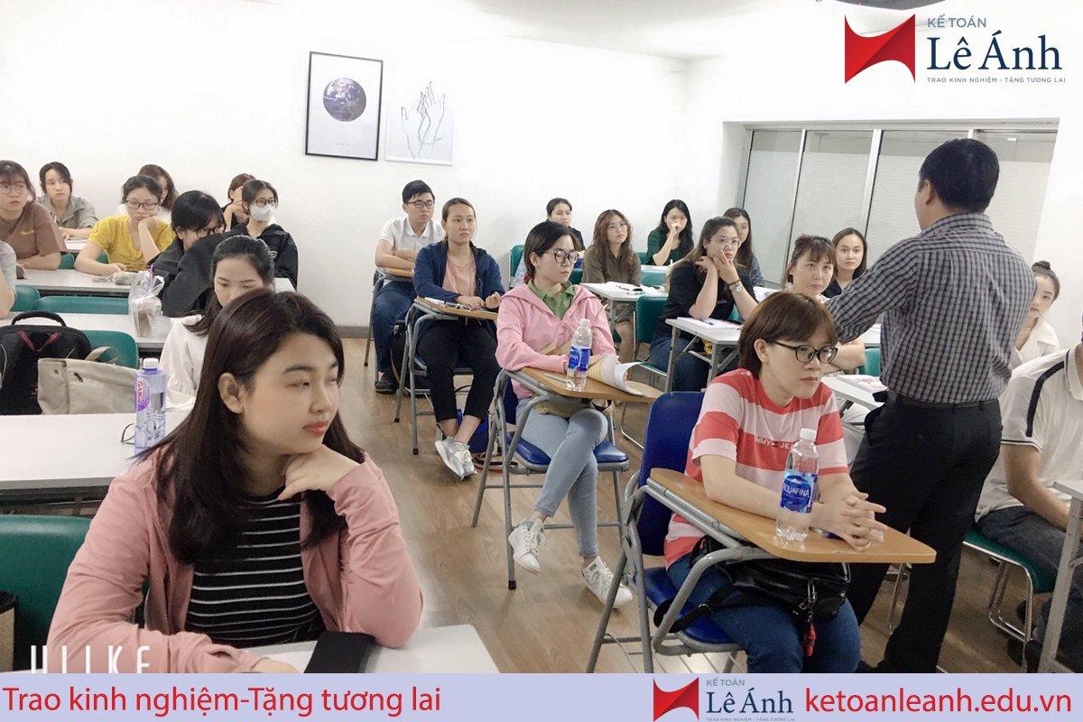Lớp học kế toán tại trung tâm Lê Ánh